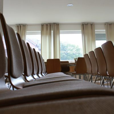 chairs-380318_1920